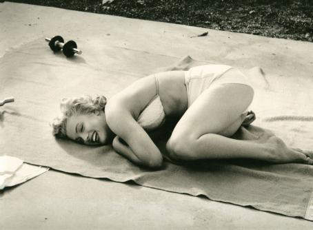 marilyn_monroe_working_out_by_nocnisvet-d5tc725